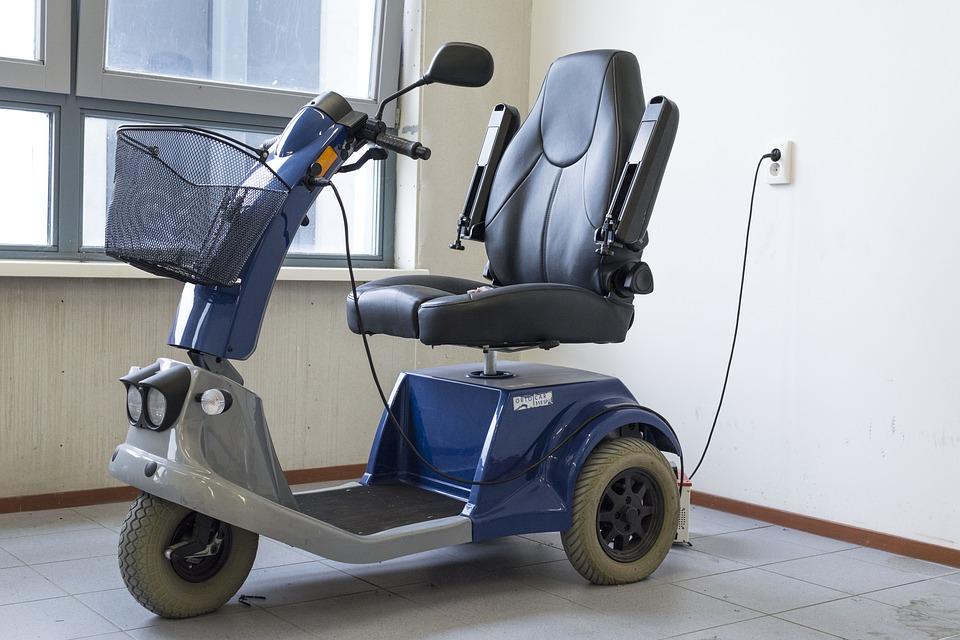 Scooter électrique pour les personnes âgées ou handicapées